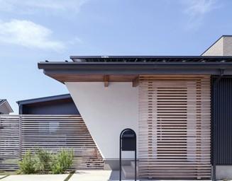 モダンなデザインの玄関。の写真